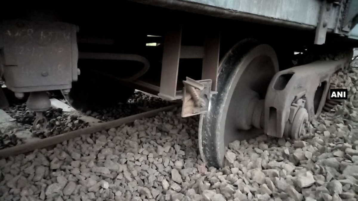 Madhya Pradesh: Goods train derails in Harda
