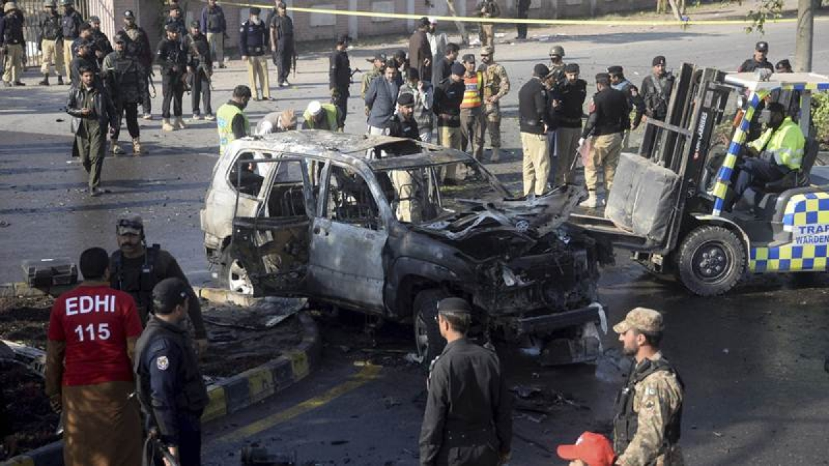 Faizabad operation: Media blackout in Pakistan as forces crack down on Islamist protests