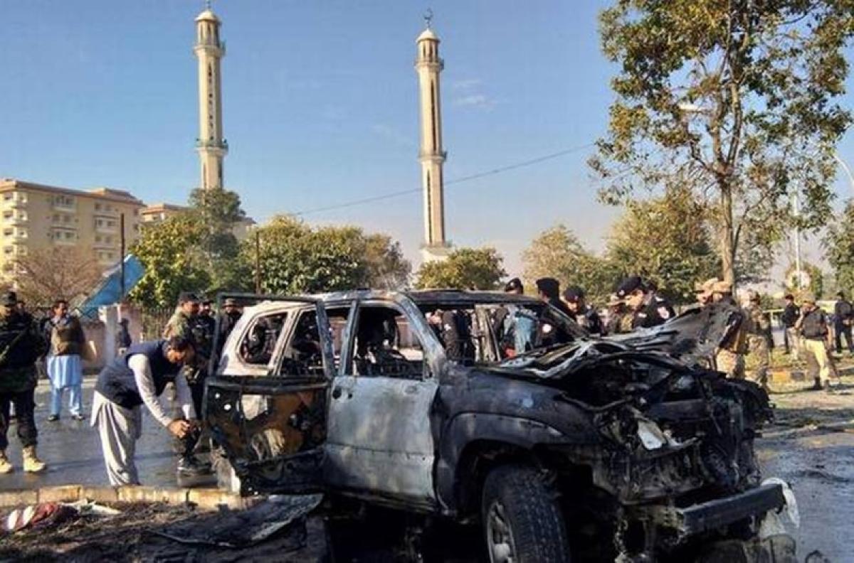 AIG killed, six injured in suicide blast in Peshawar