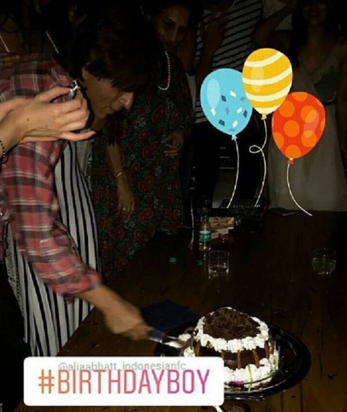 Shah Rukh Khan turns 52, cuts cake in Alibaug; wishes from B-town pour in for SRK on Twitter