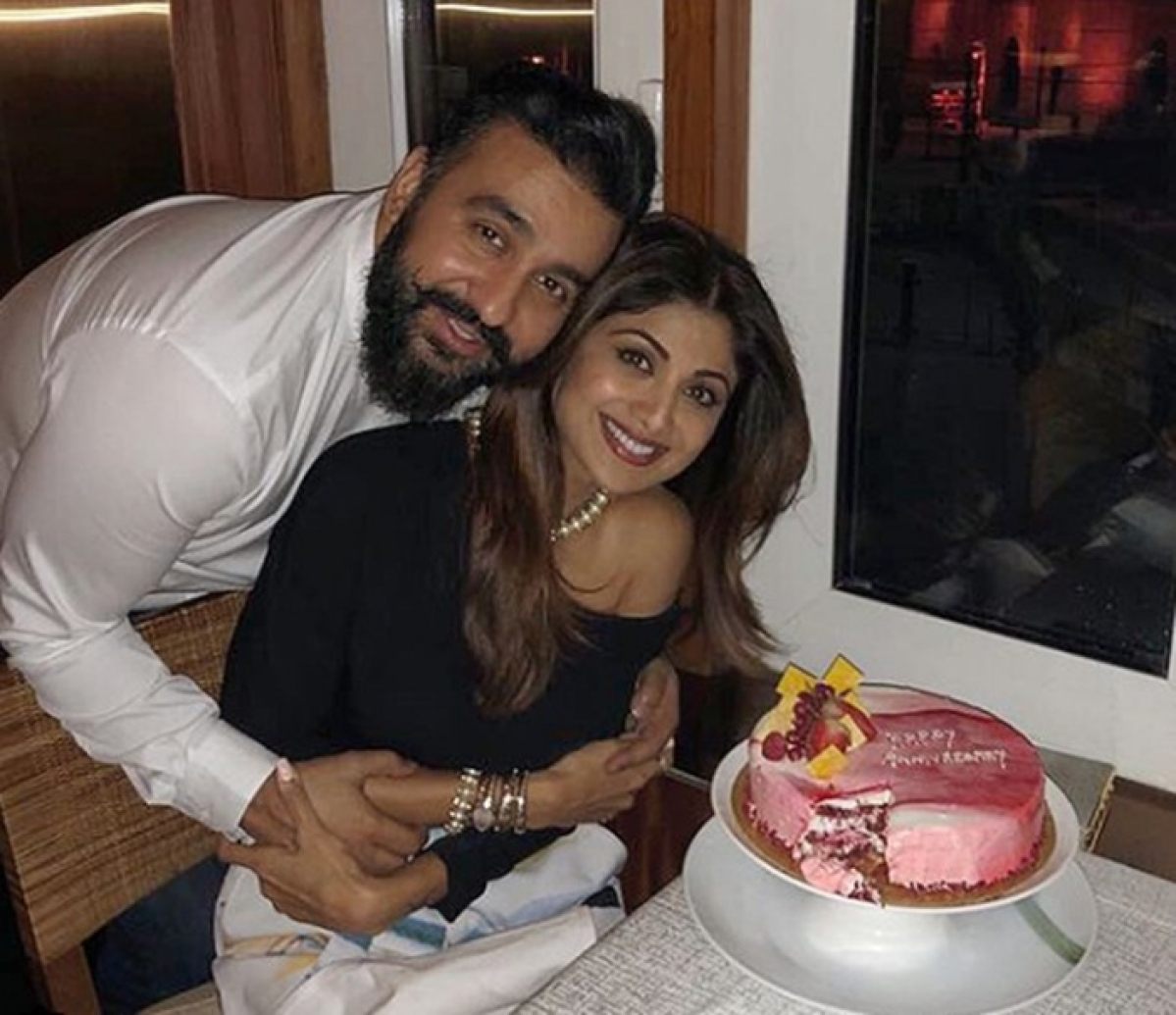 Shilpa Shetty and Raj Kundra celebrate 8 years of togetherness with cake-cutting!