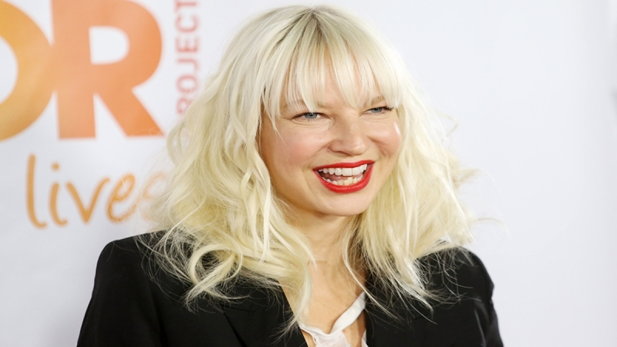 Singer Sia posts nude photos in epic response to person trying to sell them