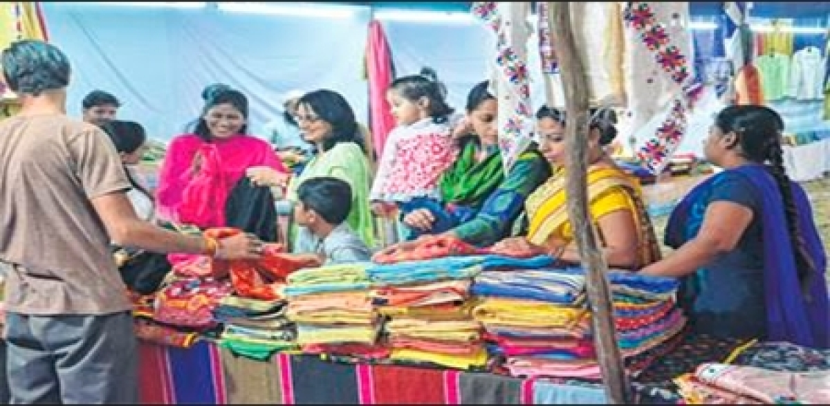 Ujjain: Lack of space poses problem at handicrafts fair despite huge turnout