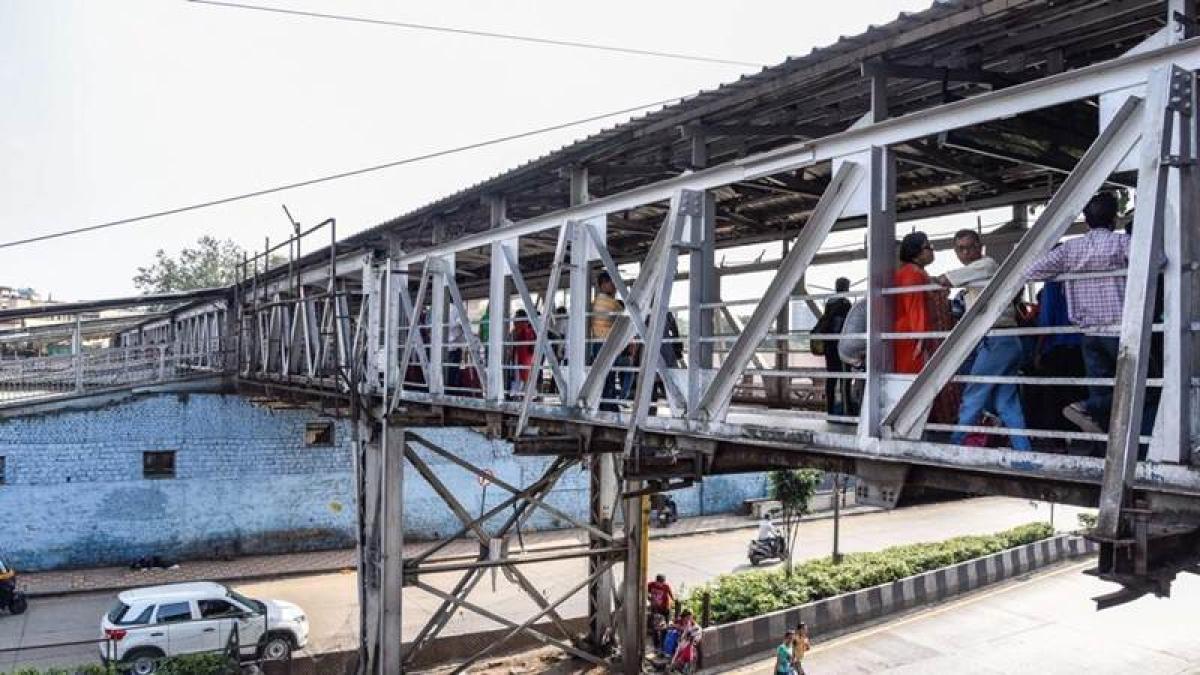 Mumbai: Army to identify land for Elphinstone Road bridge construction