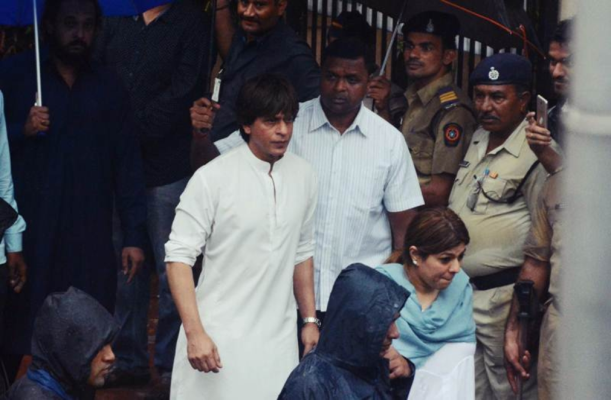 Shashi Kapoor laid to rest in Mumbai, Big B, SRK pay last respects; see pictures