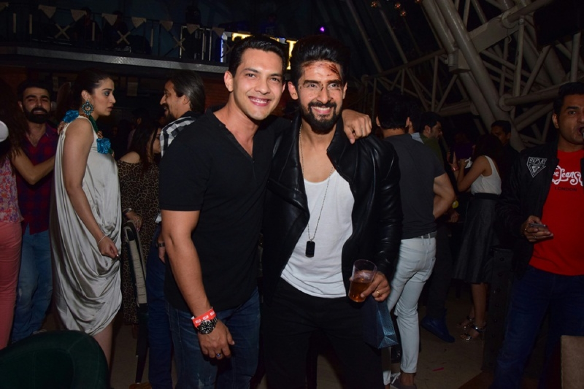 Photos: Karan Wahi, Nia Sharma, Arjun Bijlani spotted at Ravi Dubey's pre-birthday bash