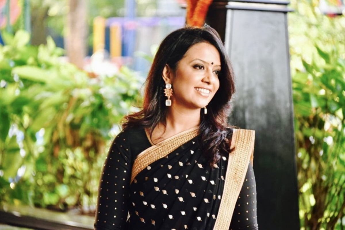 Amruta Fadnavis slams journalist for misogynist tweet, says 'will come back' with a shayari