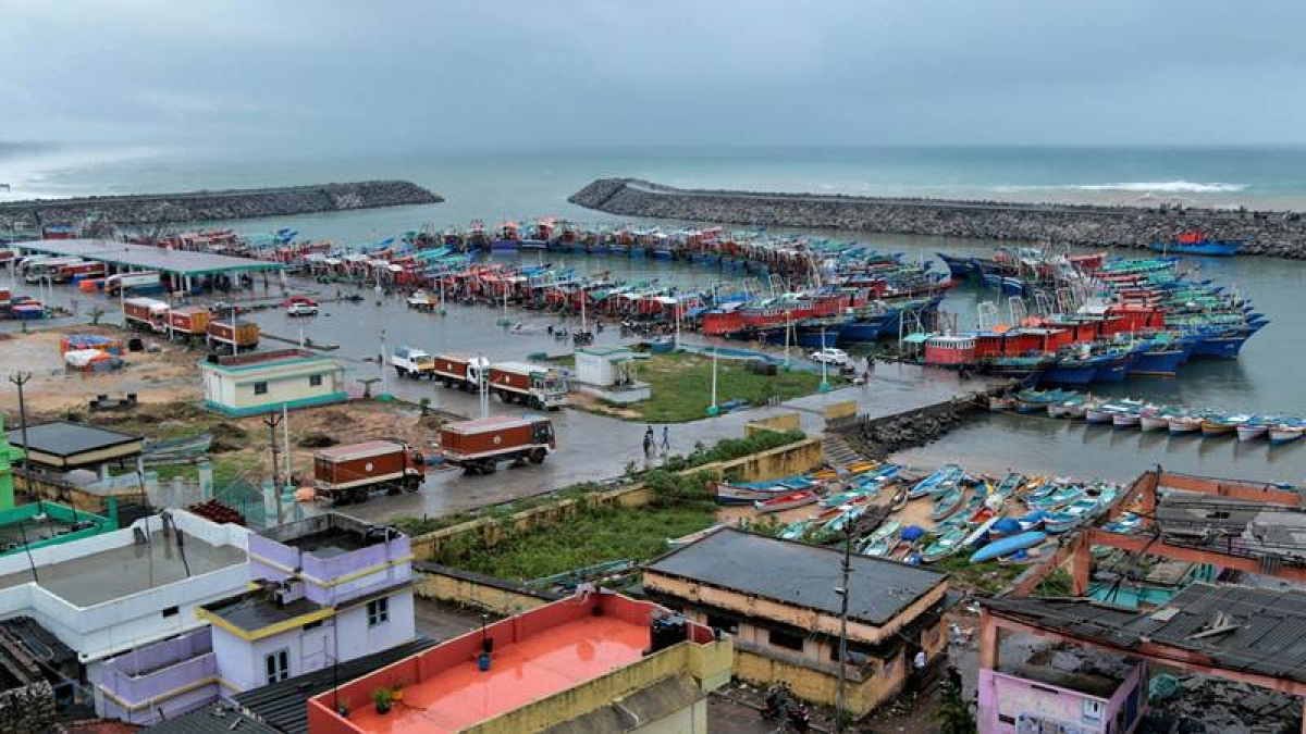 Cyclone Ockhi: PM Modi calls TN CM Palaniswami, assures full assistance