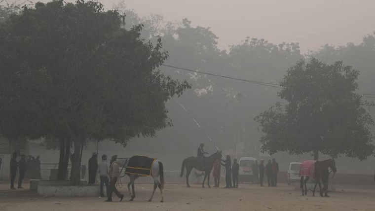 Mumbai: Witnesses thick layer of toxic air