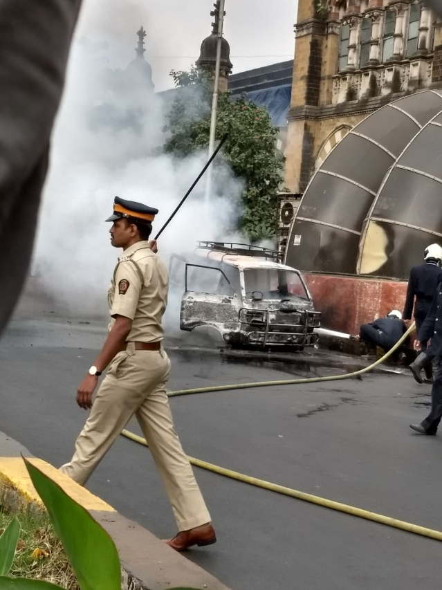 Mumbai: Omni car catches fire near CSMT station; see pictures
