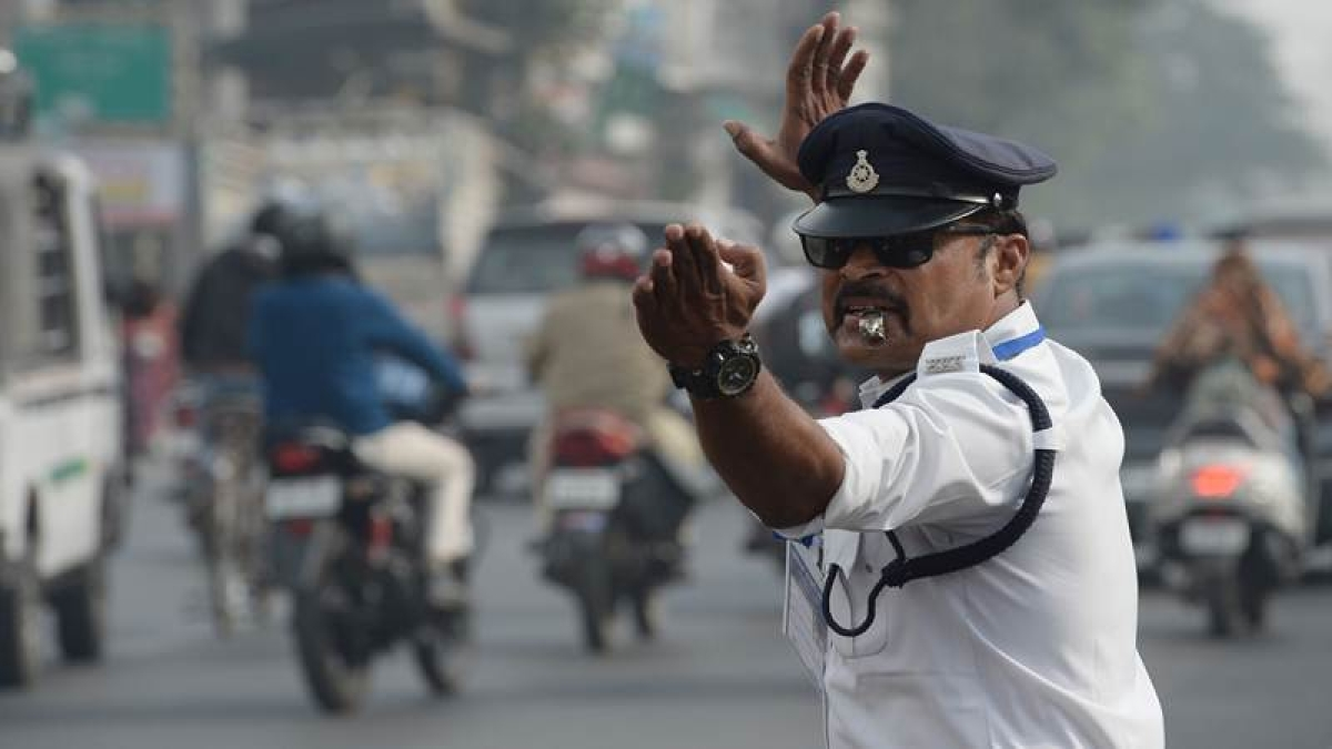 Bihar: Traffic cop thrashed for stopping man driving auto on wrong side