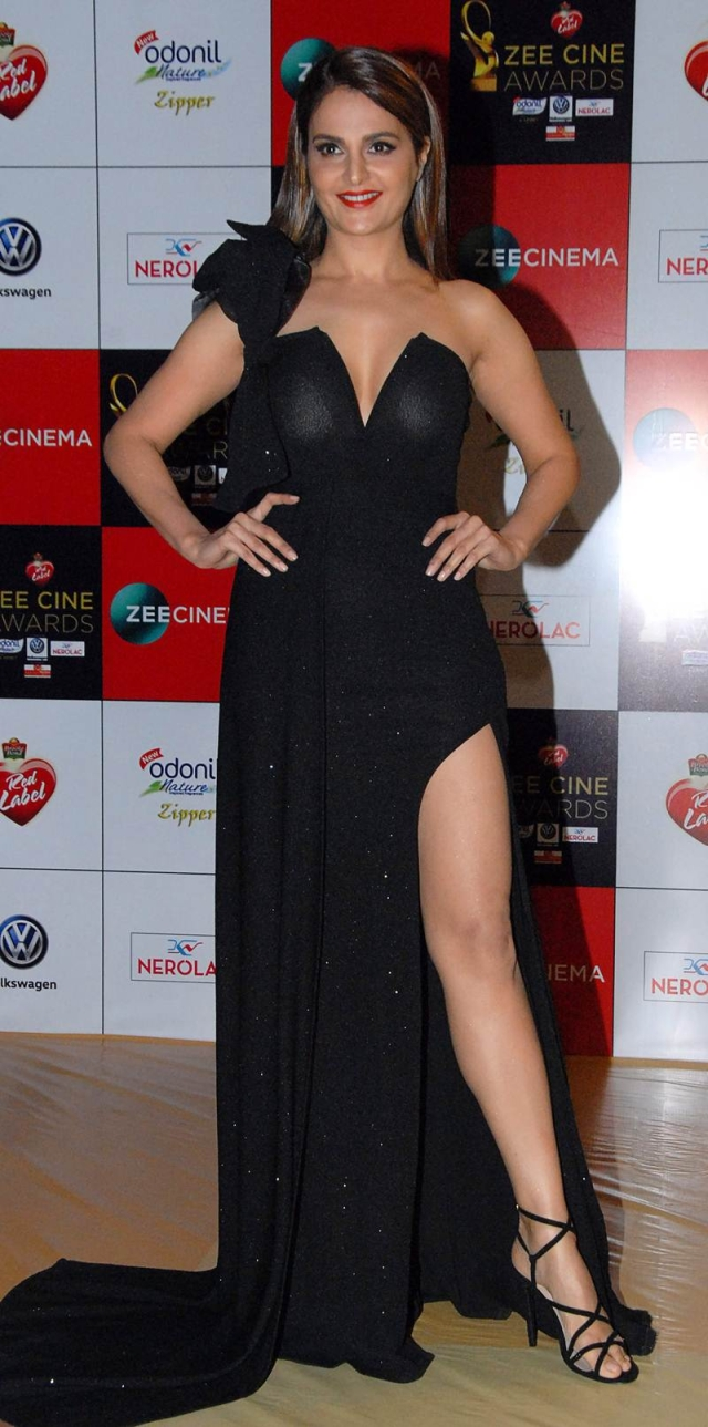 Monika Bedi attends the 'Zee Cine Awards 2018' ceremony in Mumbai on December 19, 2017. / AFP PHOTO / Sujit Jaiswal