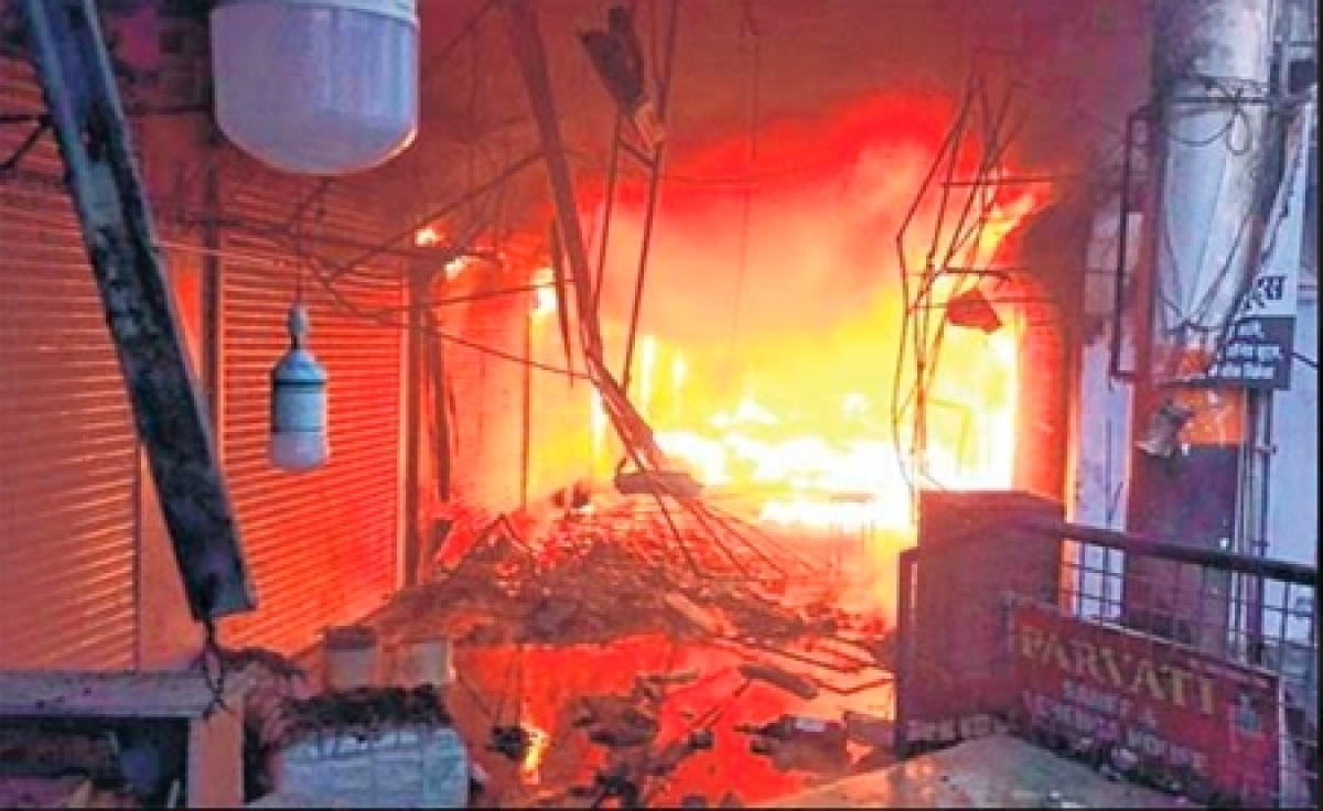 Bhopal: Goods worth Rs 100 cr gutted as fire ravages 150 shops in Bairagarh