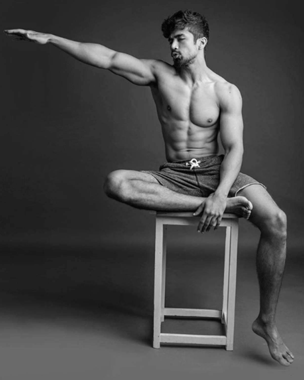 Check out Saqib Saleem's killer 8 pack abs and decide your New Year fitness resolution