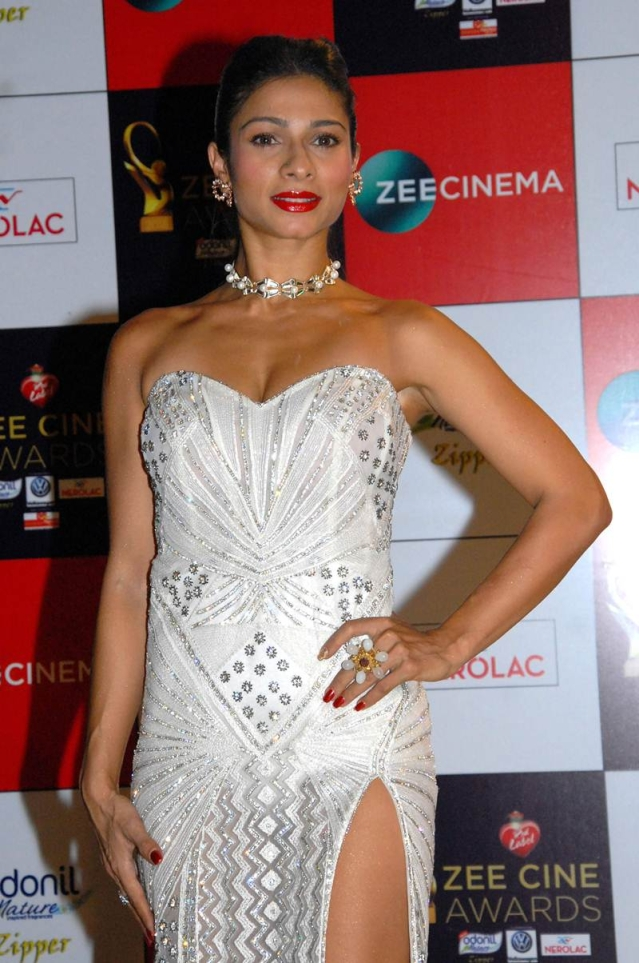 Tanisha Mukherjee attends the 'Zee Cine Awards 2018' ceremony in Mumbai on December 19, 2017. / AFP PHOTO / Sujit Jaiswal
