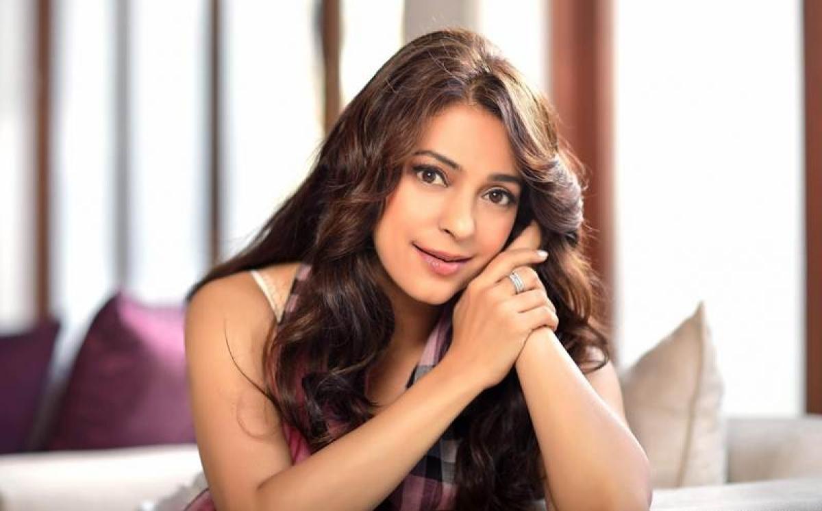 'I had to keep looking down on SRK', says Juhi Chawla