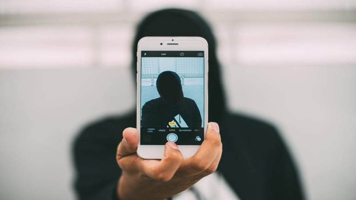 Mumbai: Selfie craze takes life of a 20-year-old youth