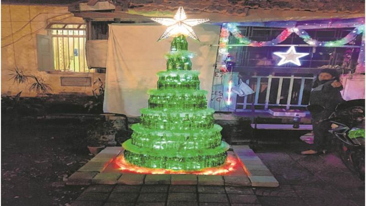 Mumbai: Bandra's D'Souza family makes X' mas tree from 300 beer bottles