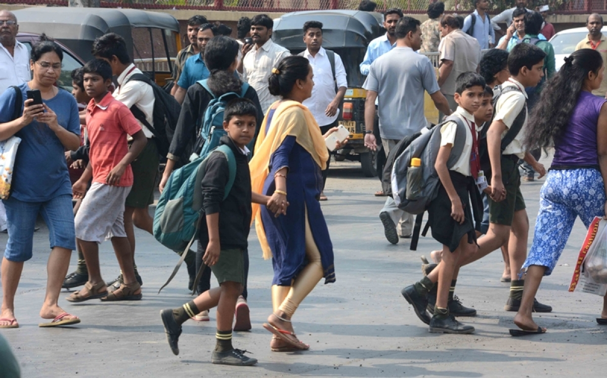 Mumbai bandh: Local residents distribute water, snacks to stranded commuters