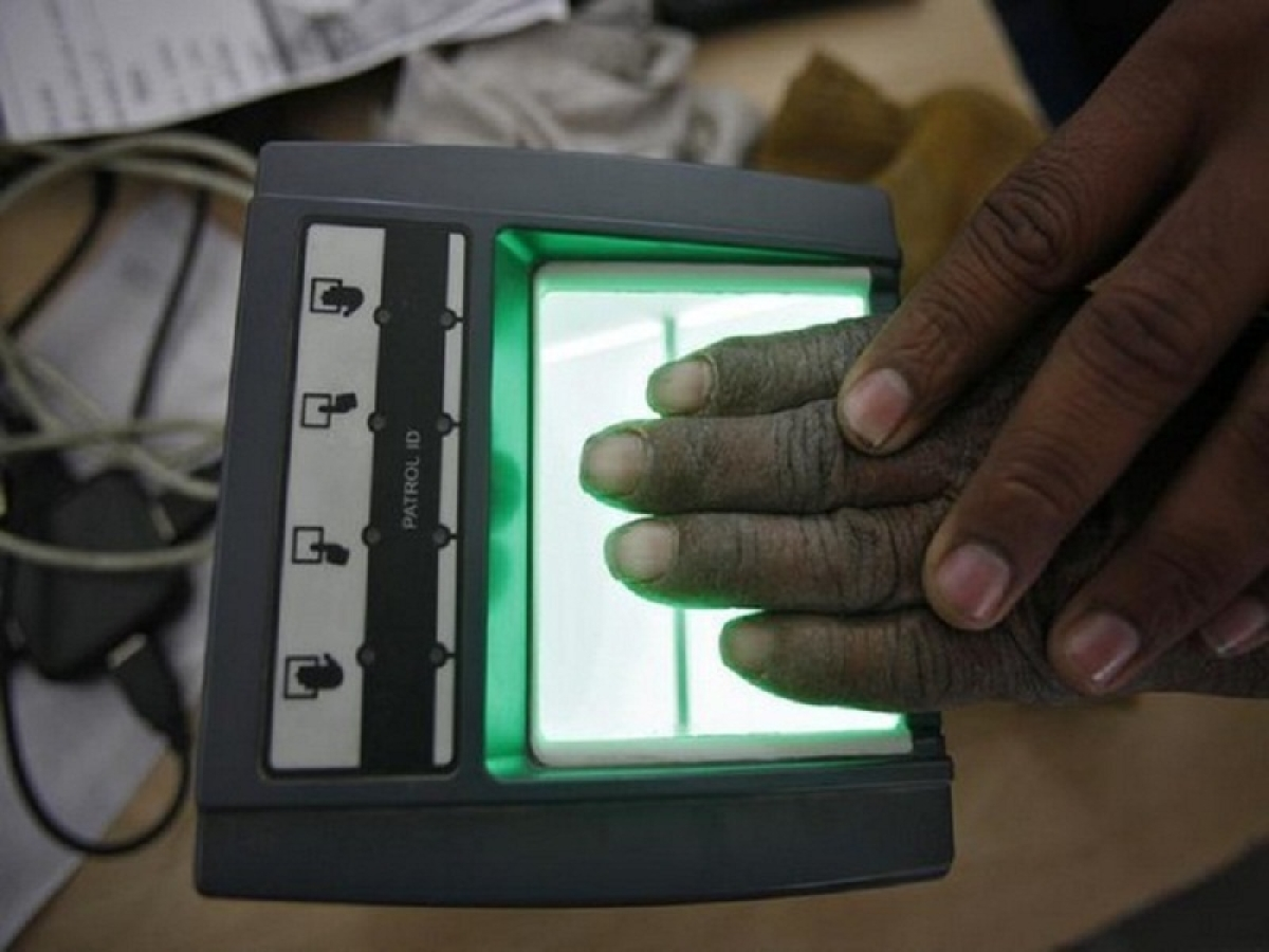 Maharashtra: Man with extra thumb is struggling to get Aadhaar card since 8 months