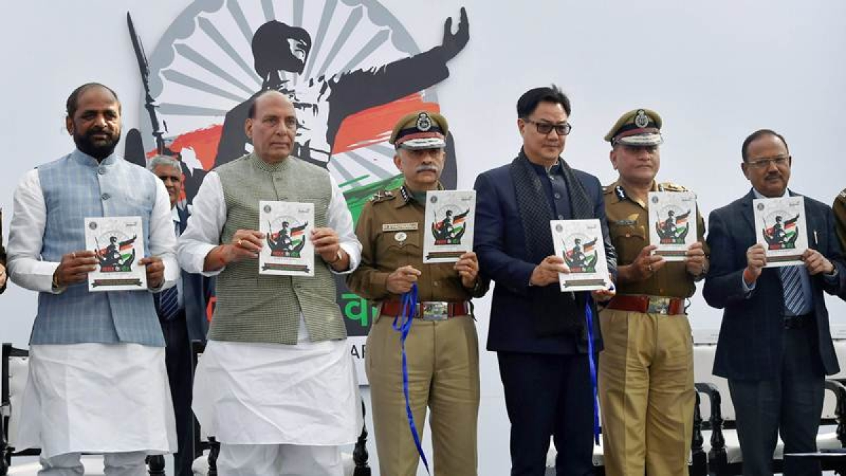 In Pictures: Akshay Kumar, Rajnath Singh launch Bharat Ke Veer anthem by Kailash Kher