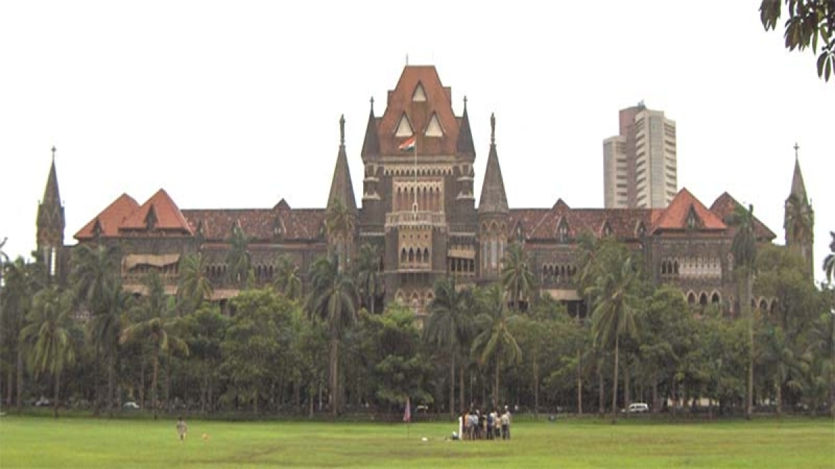 Bombay High Court directs Central Railway to demolish 186 religious structures near railway tracks
