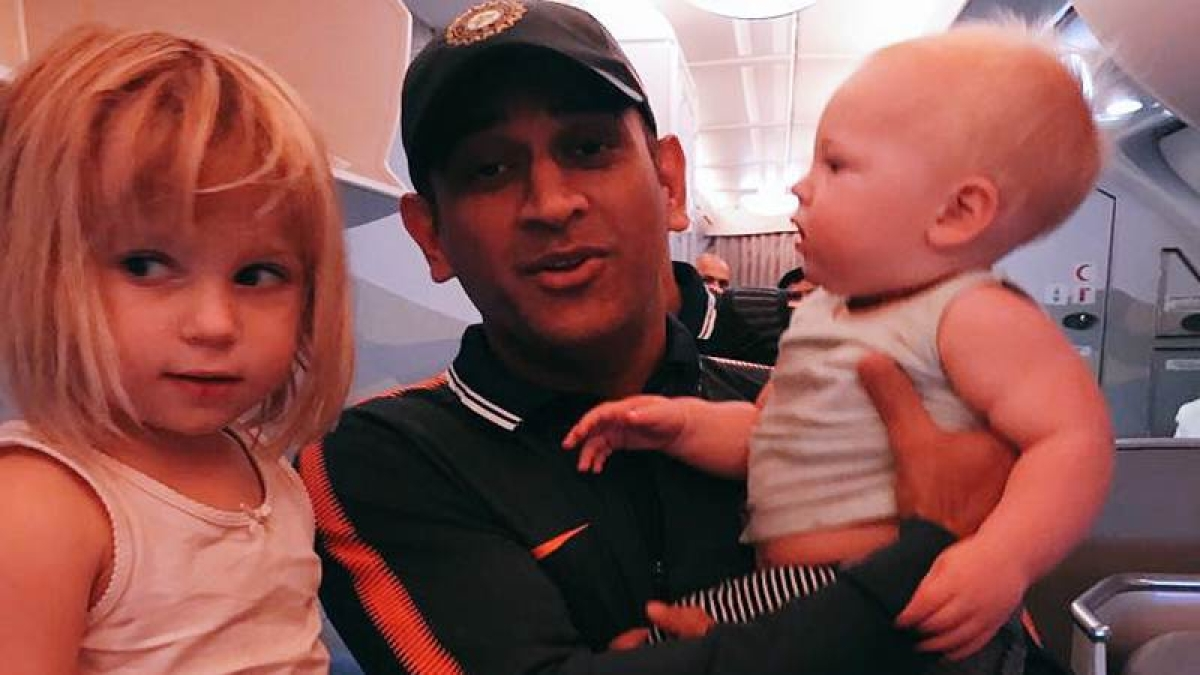 See pic: Jonty Rhodes kids' give advice to MS Dhoni on how to play in South Africa