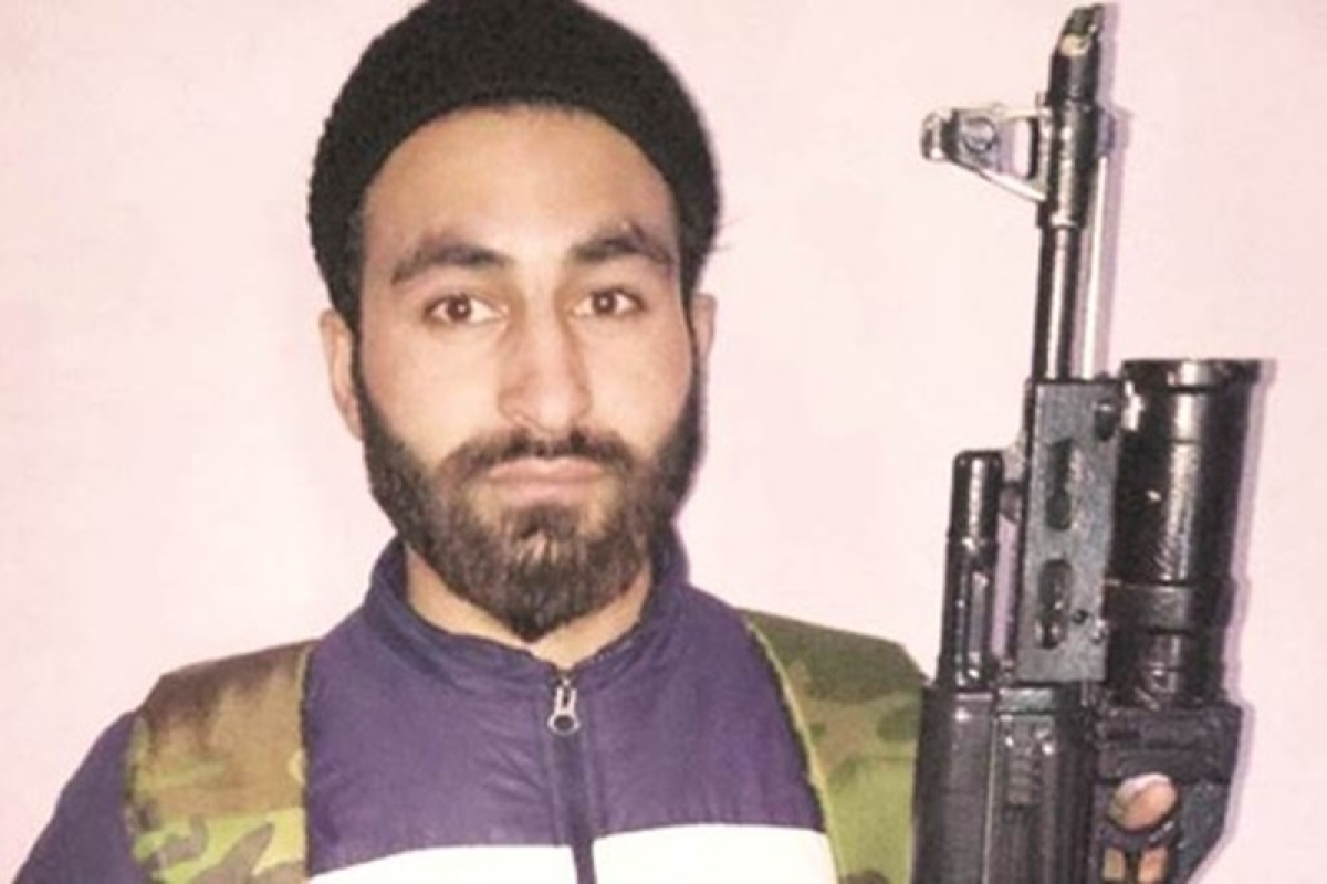 AMU research scholar Wani's photo with rifle goes viral, Hizbul Mujahideen confirms his joining