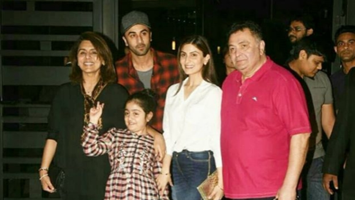 Did Ranbir Kapoor again wear the red shirt gifted by Mahira Khan? See pics and decide