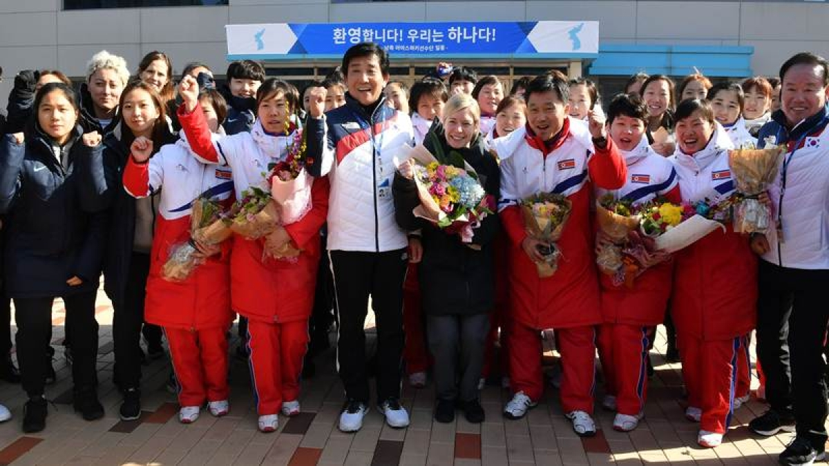 Members of North Korean women's ice hockey team arrive at South Korea's national training centre. / AFP PHOTO / POOL / Song Kyung-Seok