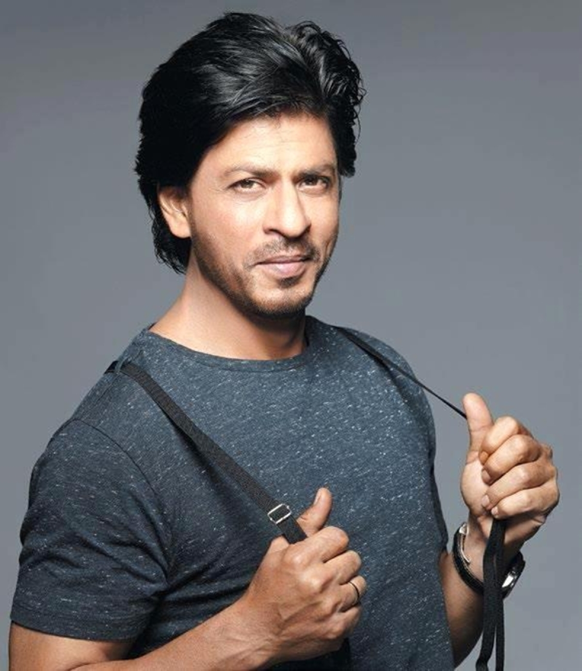 This is what Shah Rukh Khan does when he gets stuck in traffic