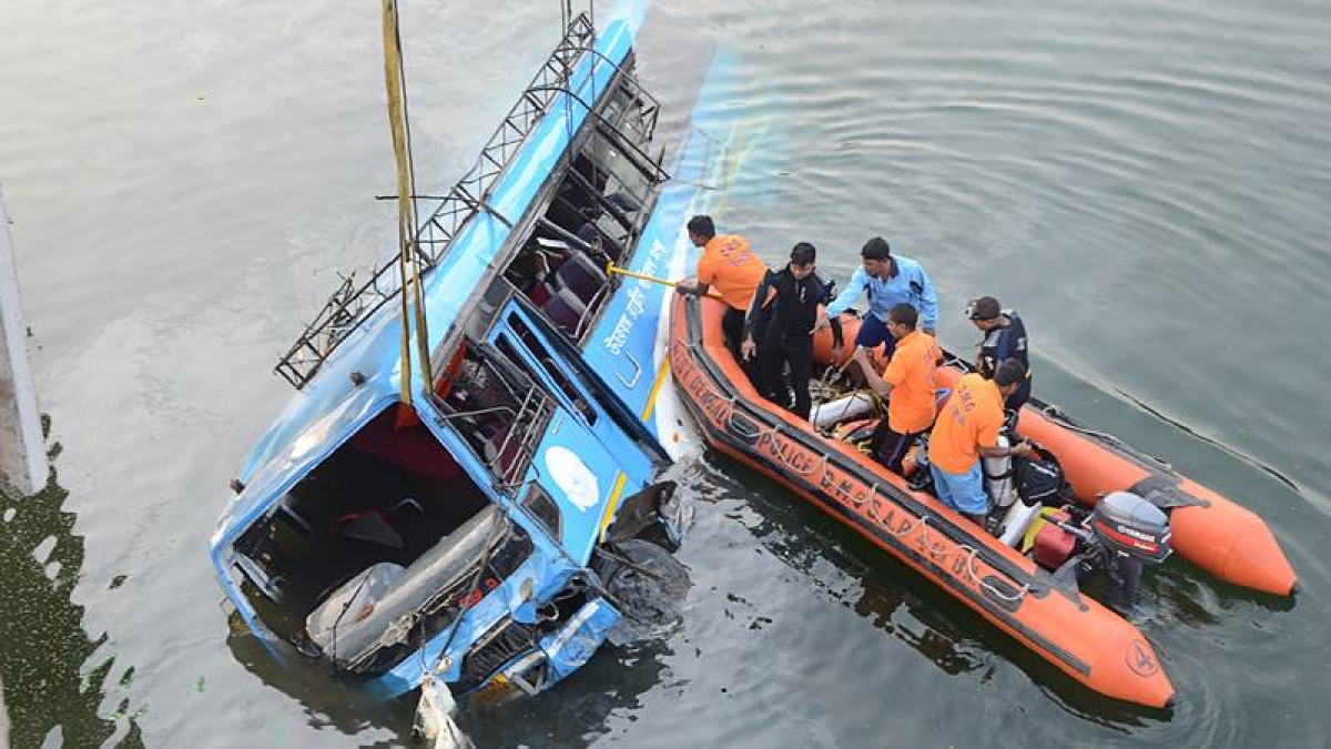 Murshidabad bus accident: Six more bodies recovered, death toll rises to 42