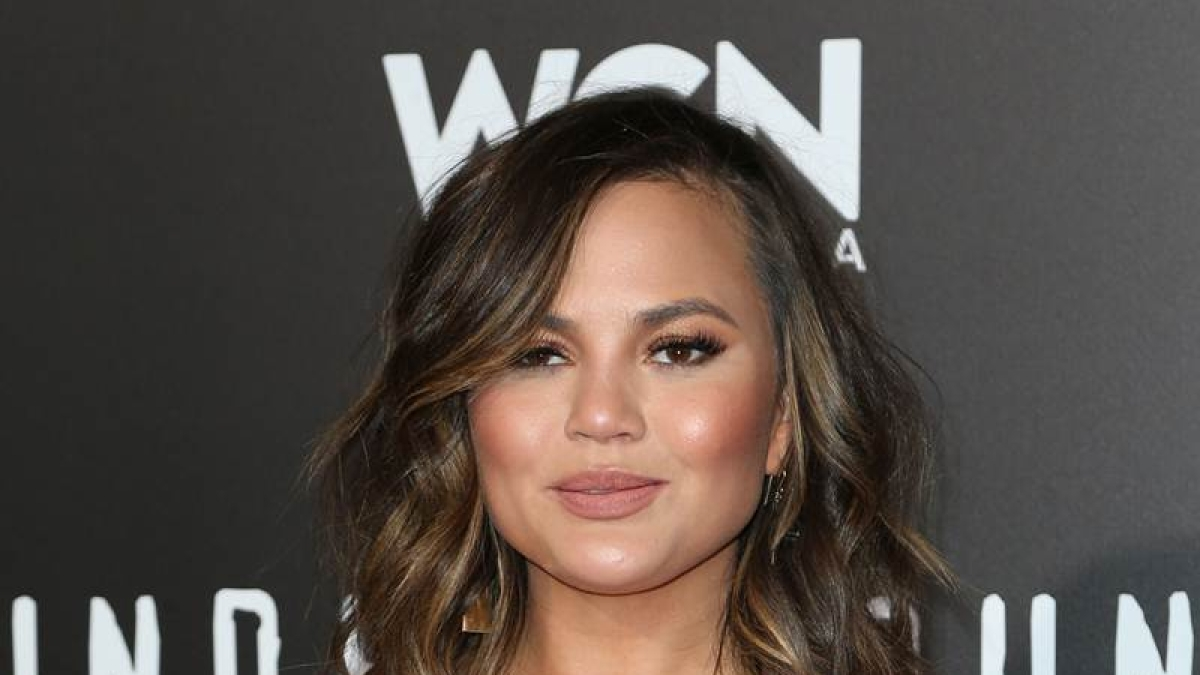 Chrissy Teigen donates 200,000 USD to pay for George Floyd protesters' bail