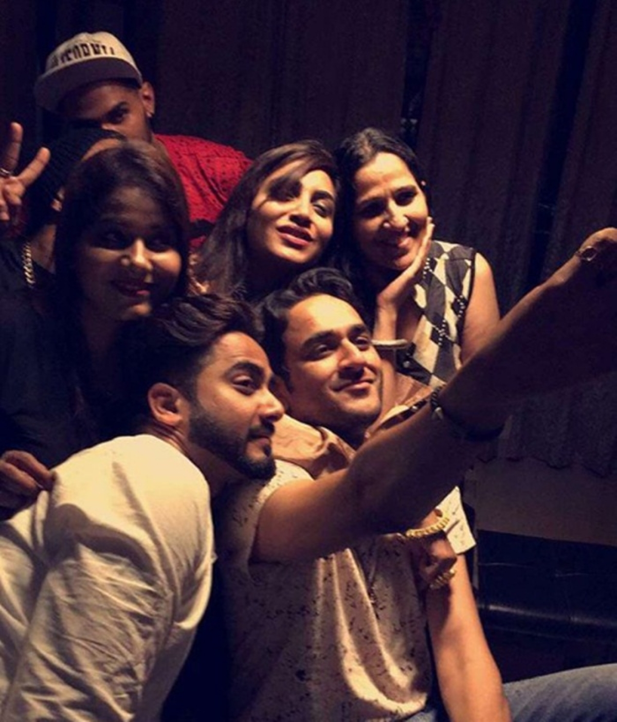 Arshi Khan hosts a party for Vikas Gupta and others; Hina Khan and Shilpa Shinde were missing