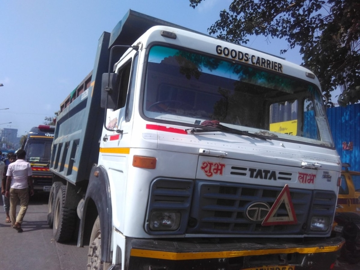 Bhopal! Truck rams 2-wheeler: Woman killed, husband, son escape with injuries