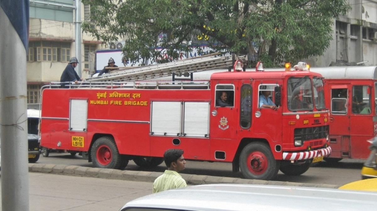Mumbai: Level 2 fire breaks out in Parel, 12 fire tenders rushed to spot