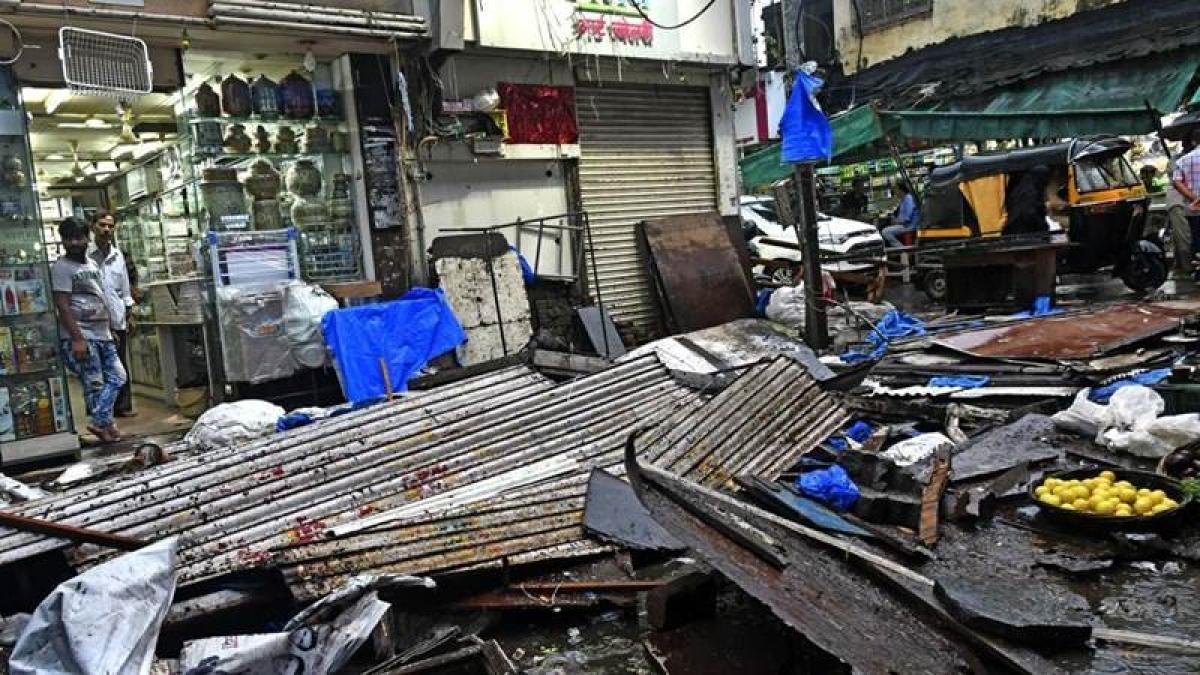 Mumbai: Illegal shops razed at Minara Masjid after fire brigade can't reach spot