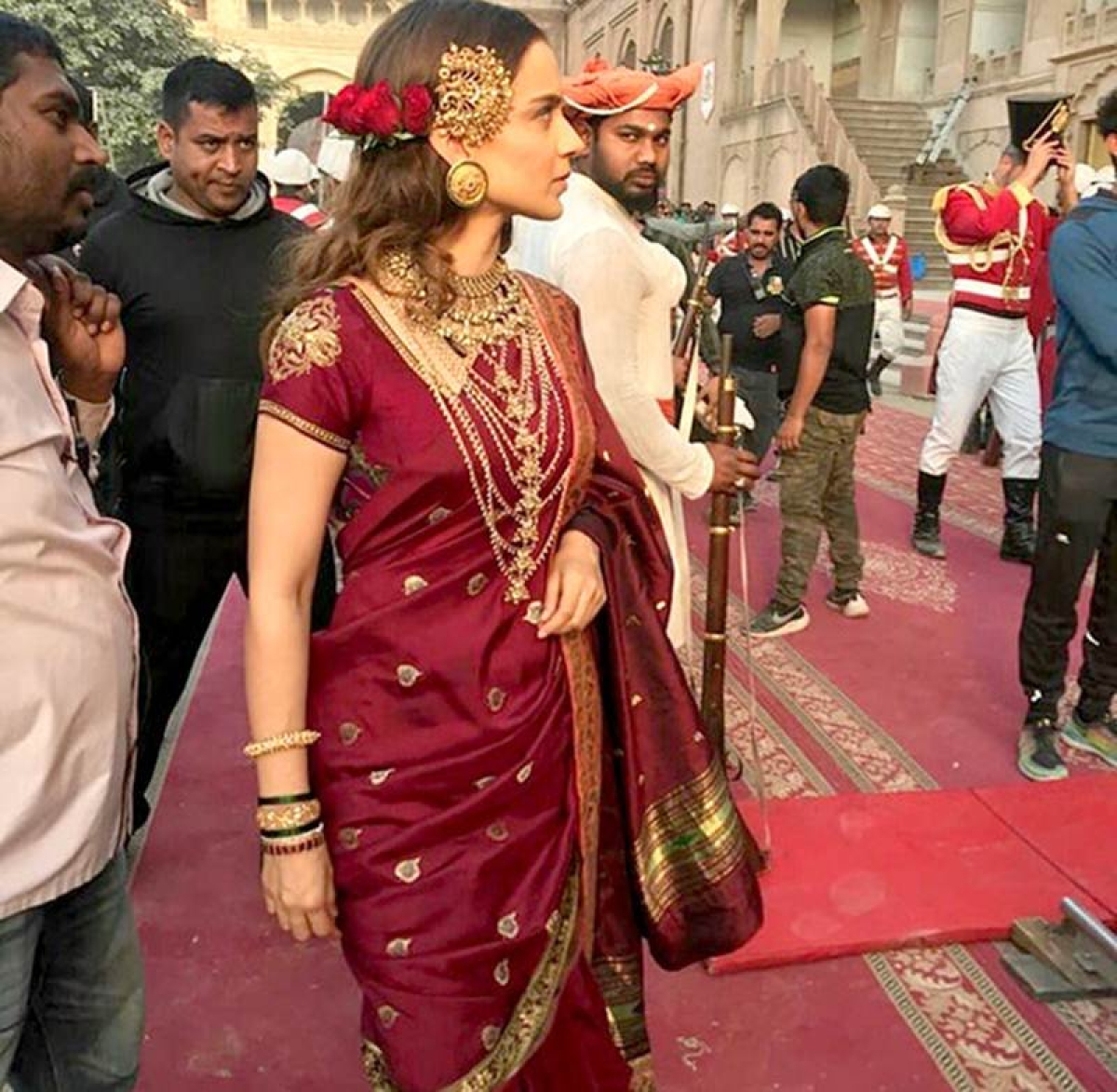 LEAKED! Kangana Ranaut looks regal as young Rani Lakshmibai on 'Manikarnika: The Queen of Jhansi' sets