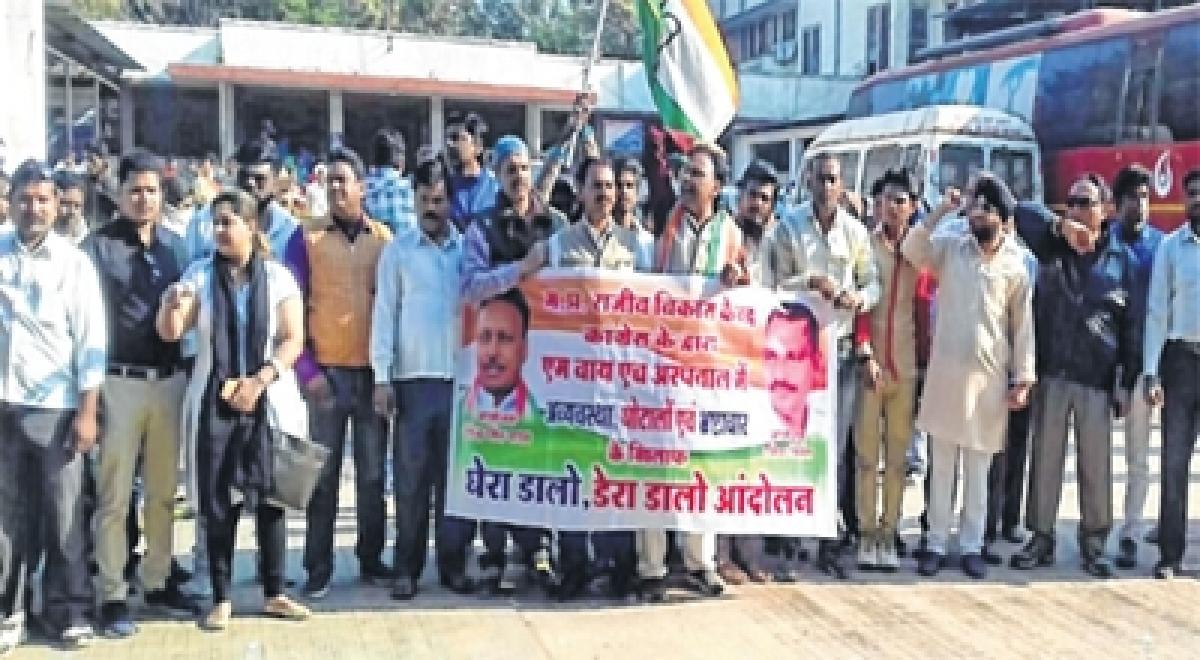 Indore: Activists protest poor food affairs in Maharaja Yashwantrao Hospital