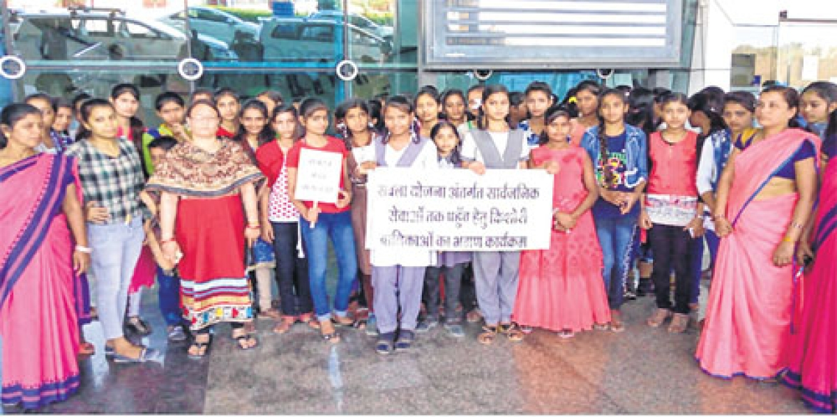 Indore: Date with airport lends wings to girl students dream