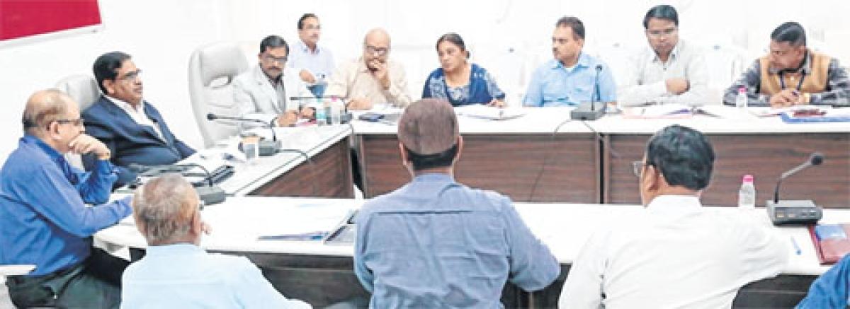 Ujjain: Divisional Commissioner cracks the whip on lax attitude of teachers