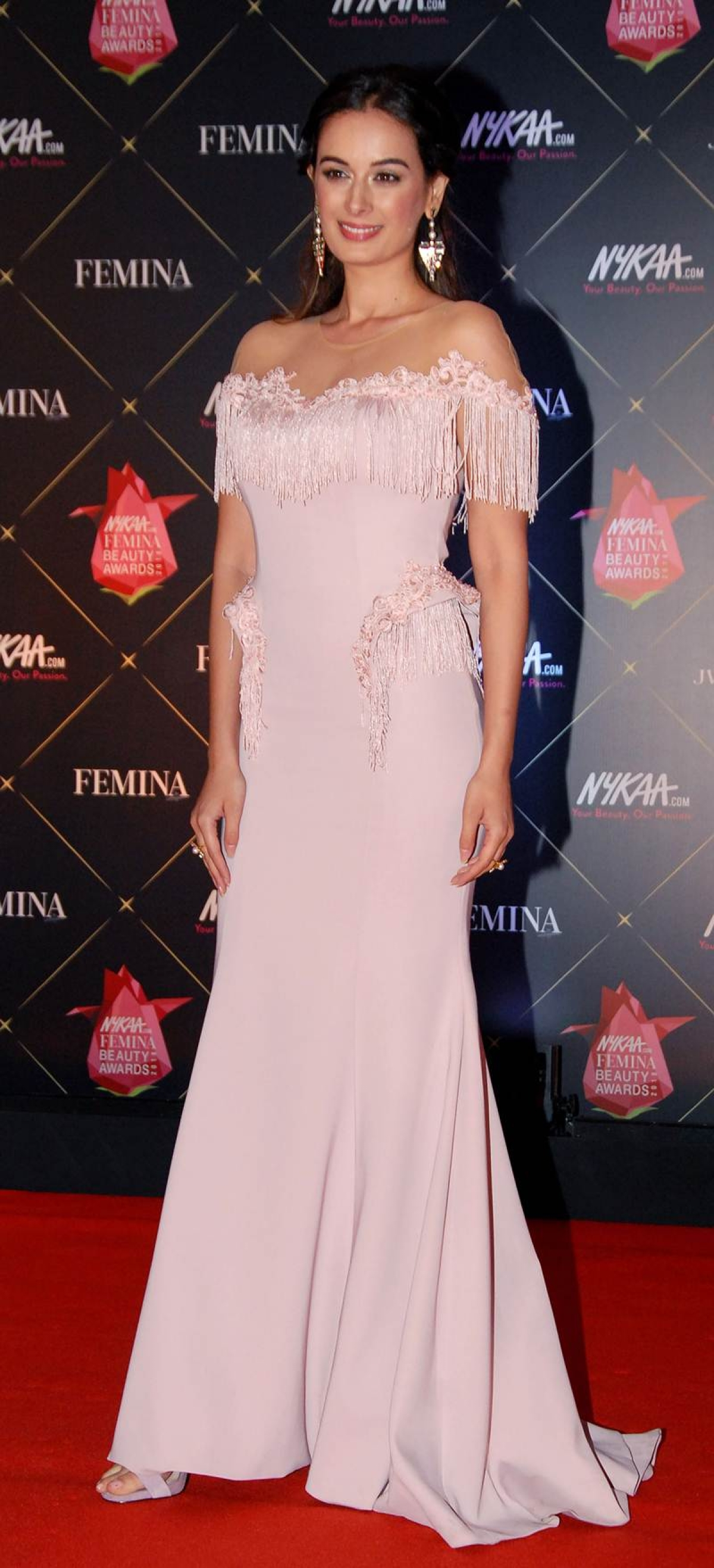 Evelyn Sharma poses during the 'Femina Beauty Awards 2018' in Mumbai. / AFP PHOTO / Sujit Jaiswal