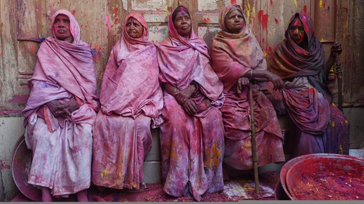 Vrindavan widows leave for Delhi to play Holi with PM Narendra Modi, will present gulaal and sweets