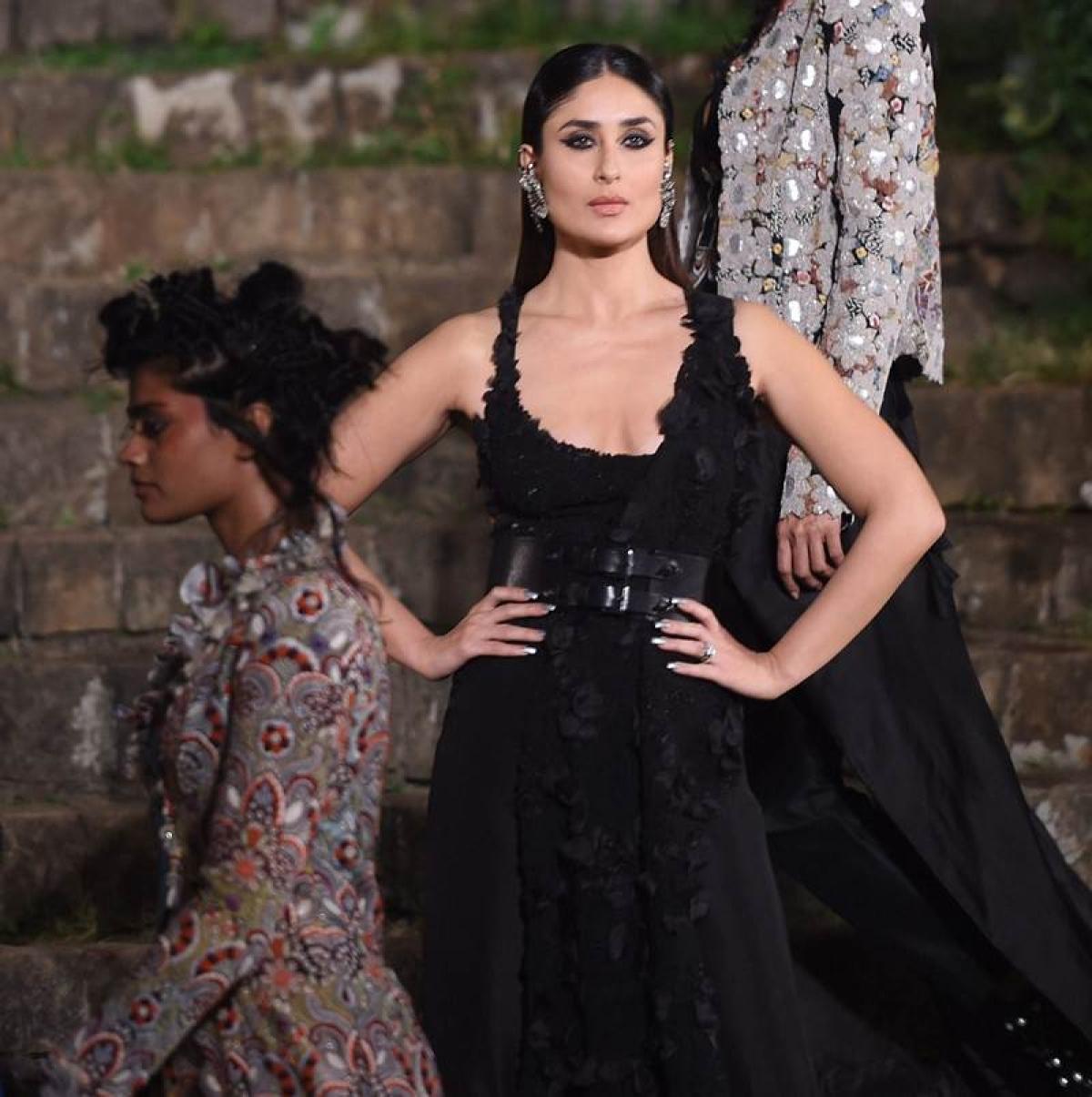Lakme Fashion Week S R 2018 Finale: Kareena Kapoor Khan looks pristine in Anamika Khanna's design