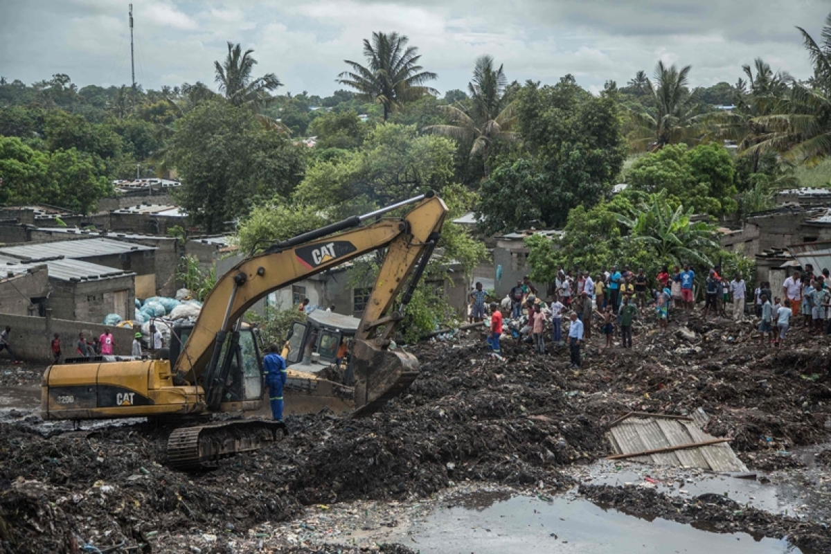 17 killed as heavy rains triggers collapse of huge mound of garbage in Mozambique