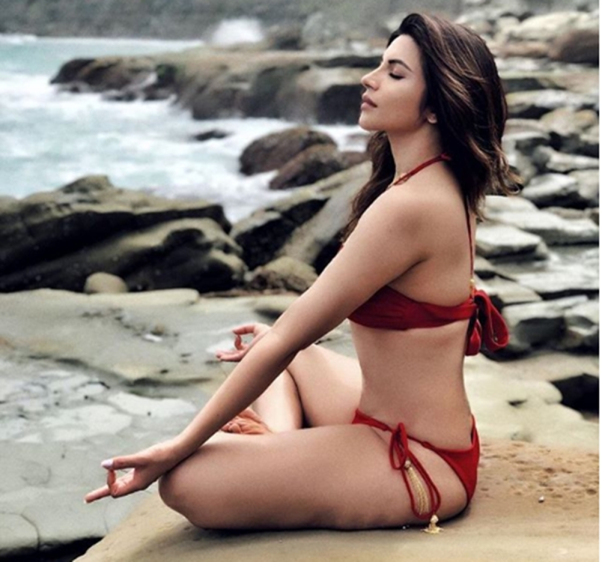 Shama Sikander doing Hot Yoga in bikini is a sight to behold; check out pic