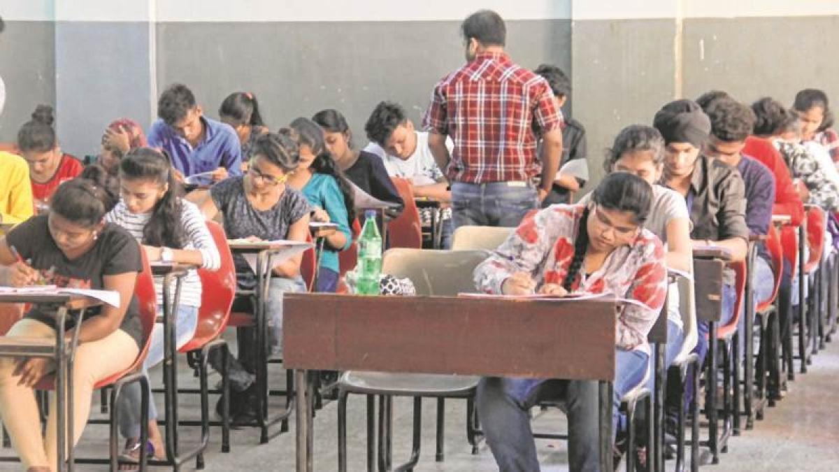 Bhopal: Barkatullah University cancels MCom 1st semester exam after distribution of wrong paper
