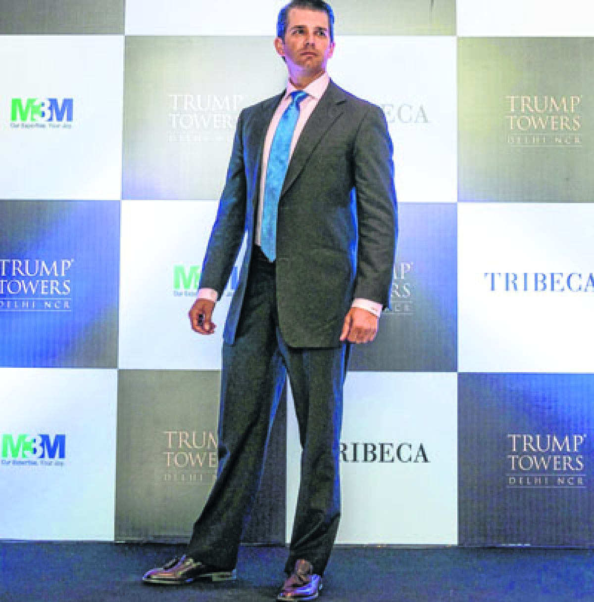 US businessman Donald Trump junior, son of the US President Donald Trump, poses before a business meeting in New Delhi on February 20, 2018.  Dozens of property investors and their families will be treated to dinner with Donald Trump junior in New Delhi this week after snapping up flats in a Trump Towers luxury development on the outskirts of the Indian capital.  / AFP PHOTO / CHANDAN KHANNA
