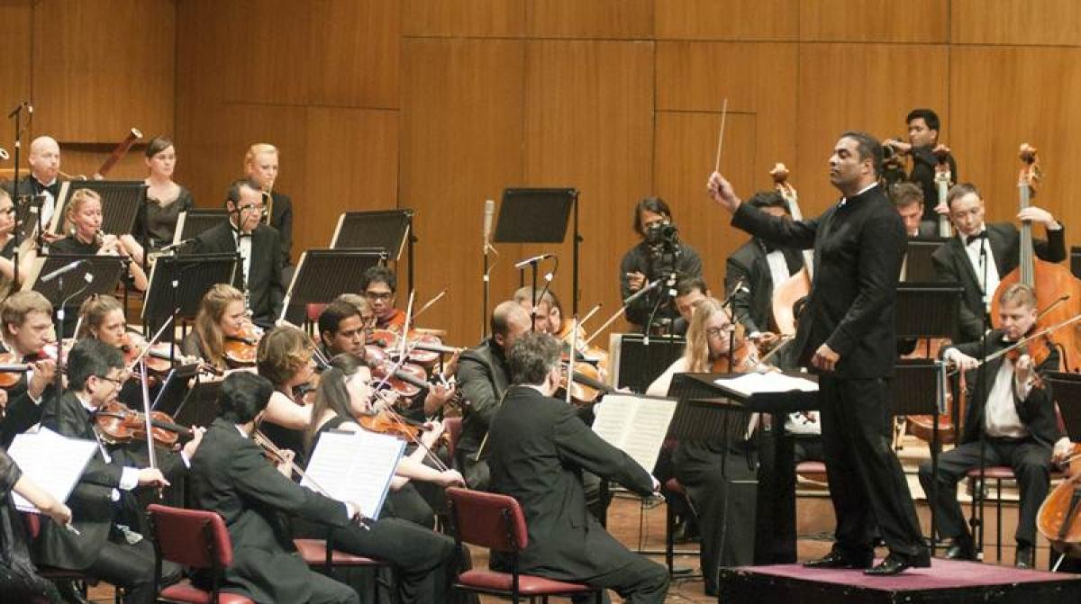 Zane Dalal conducting a symphony