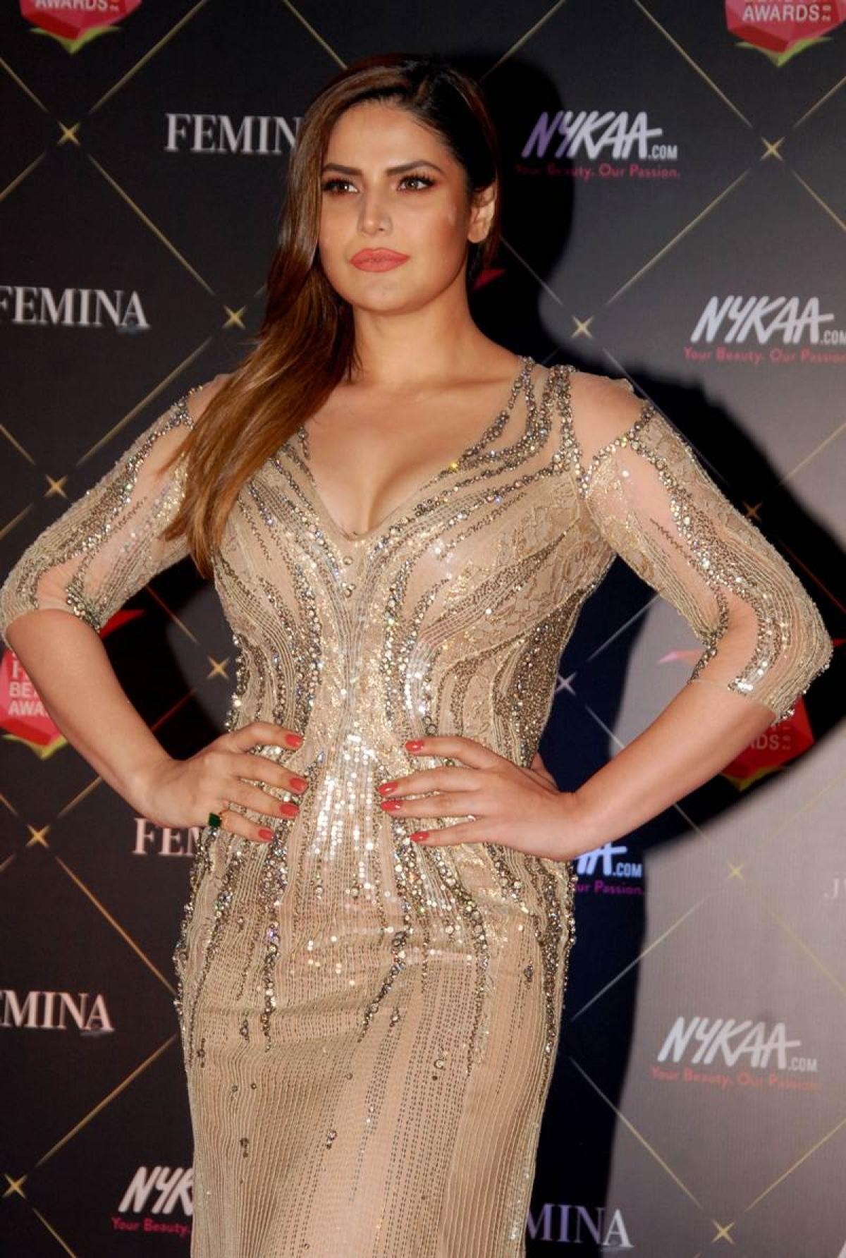 Zareen Khan poses during the 'Femina Beauty Awards 2018' in Mumbai. / AFP PHOTO / Sujit Jaiswal